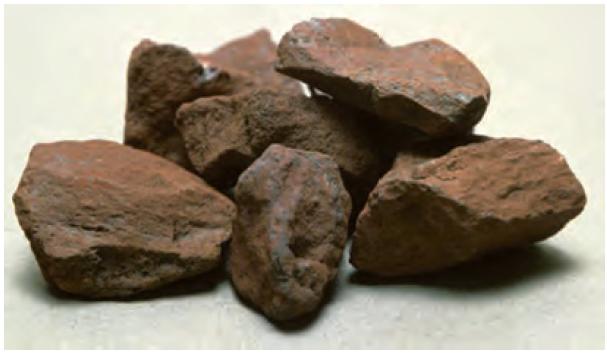 سنگ معدن که دارای هر دو نوع اکسید آهن است